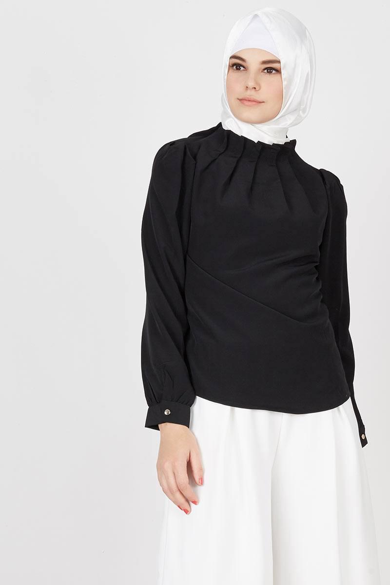 Eshka Collar Top in Black