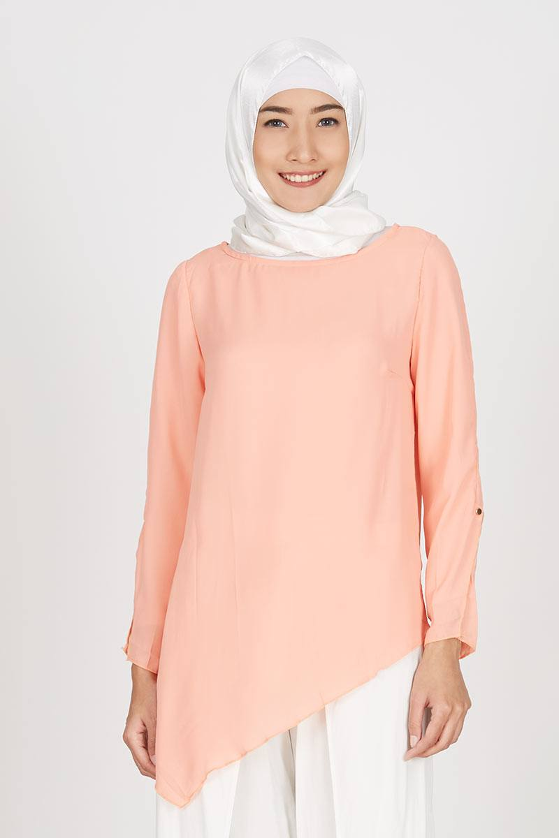 Gwen Issel Top in Peach
