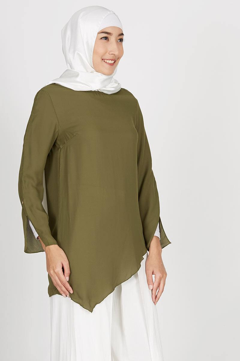 Gwen Issel Top in Olive