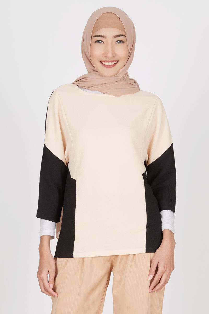 Gwen Fridin Top in Cream Black