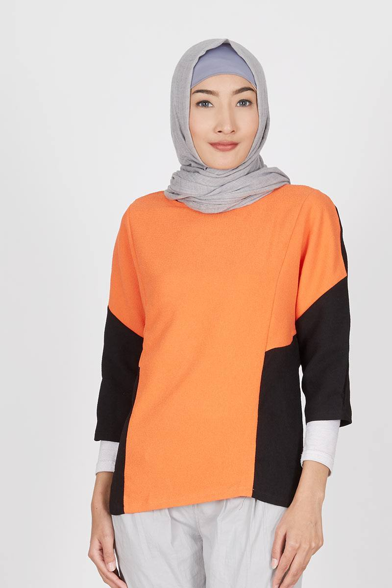 Gwen Fridin Top in Orange Black