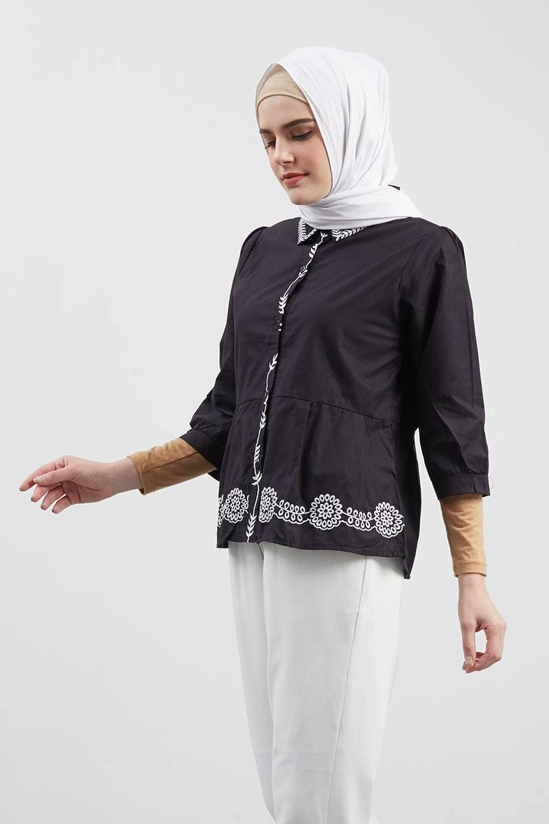 Carla Embroidery Top Black